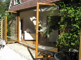 https://www.bifold-doors-uk.co.uk/ website